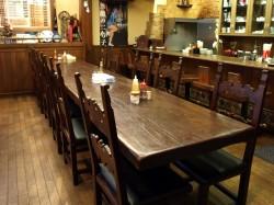 たかしまコーヒー店店内テーブル