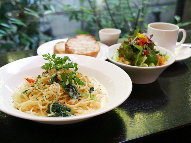 小松菜とエビのクリームパスタランチ