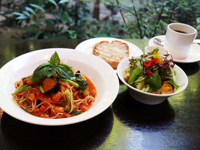ベーコンと野菜のトマトソースパスタランチ